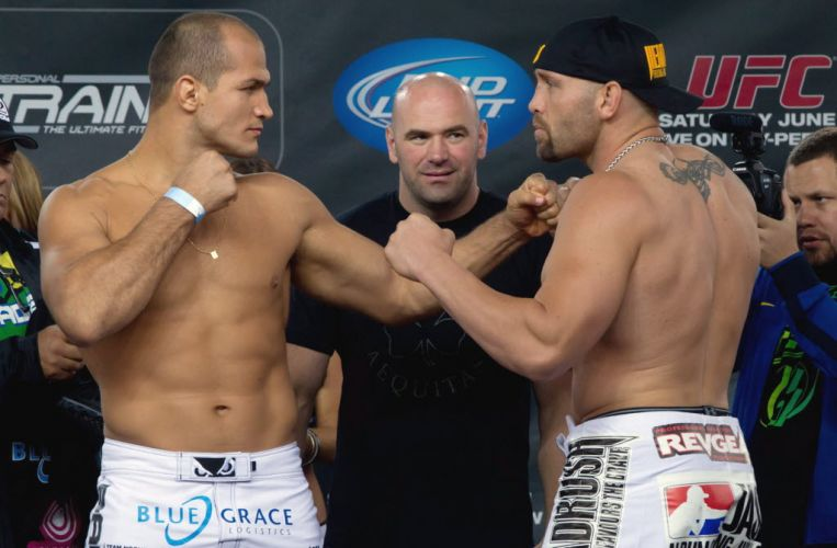 Junior Cigano encara Shane Carwin