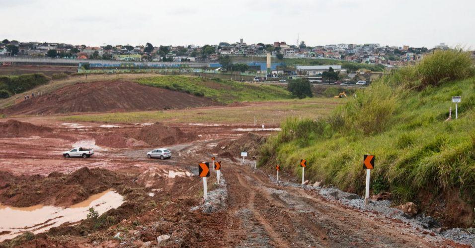 Com a forte chuva que caiu na cidade nesta semana, terreno onde será construído o Fielzão ficou totalmente encharcado impossibilitando a remoção de terra pelos caminhões