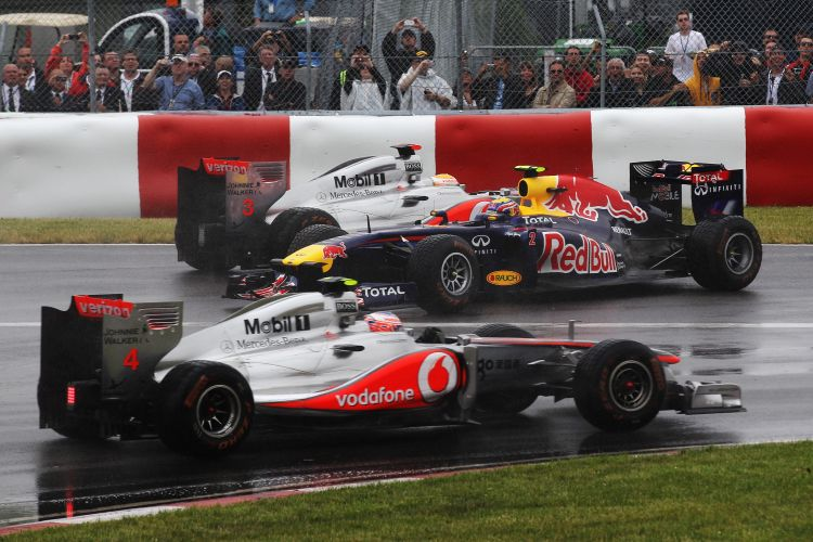 Imagem de Mark Webber logo após o toque de Lewis Hamilton, que o fez perder dez posições logo no início do GP do Canadá.