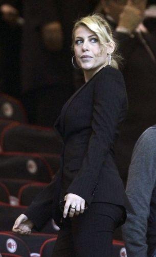Loira e com belos olhos claros, Barbara Berlusconi tem 26 anos de idade e é cinco anos mais velha que o atacante do Milan