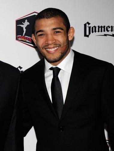 José Aldo aposta no preto em cerimônia do Oscar do MMA