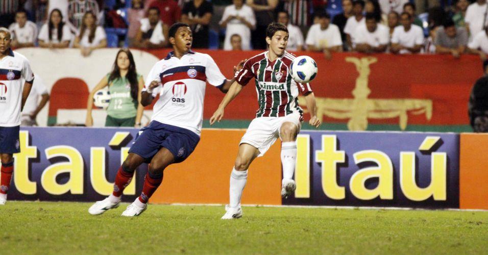 Conca disputa a bola durante a derrota para o Bahia pela quinta rodada do Brasileirão no Engenhão