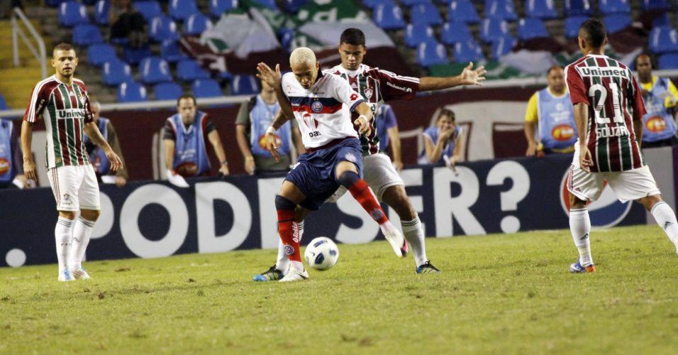 Após muita pressão, o Bahia conseguiu marcar nos acréscimos e venceu o Fluminense por 1 a 0