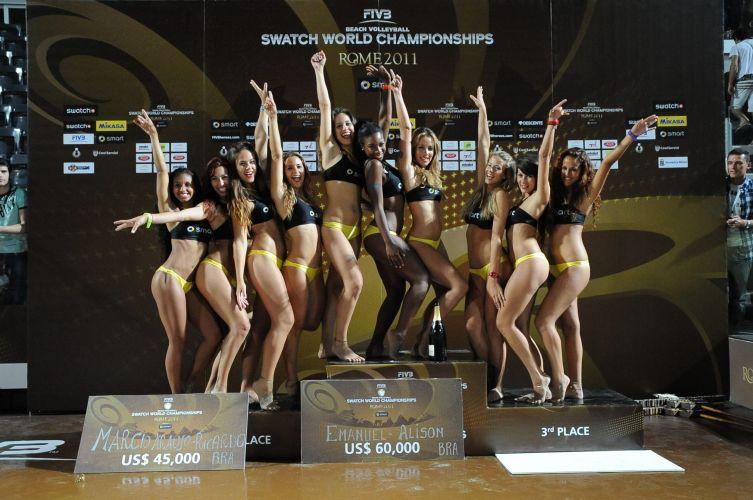 Dançarinas posam para foto no pódio do Campeonato Mundial em Roma