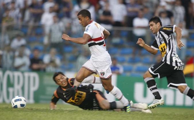 Lucas anotou um golaço, o segundo do São Paulo na vitória contra o Ceará