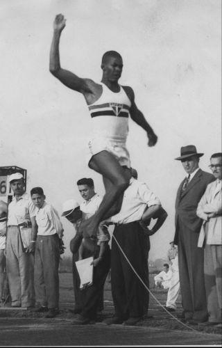 Adhemar Ferreira da Silva - Dominou o salto triplo na década de 50 ao conquistar o tricampeonato nos Pans de 1951, 1955 e 1959