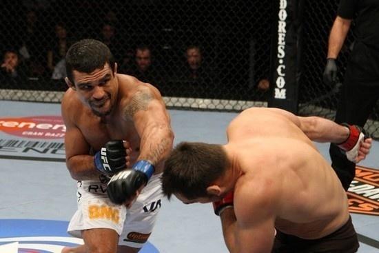 Belfort venceu Rich Franklin no UFC 103 e conseguiu uma chance para desafiar Anderson Silva; no entanto, foi derrotado pelo campeão dos médios