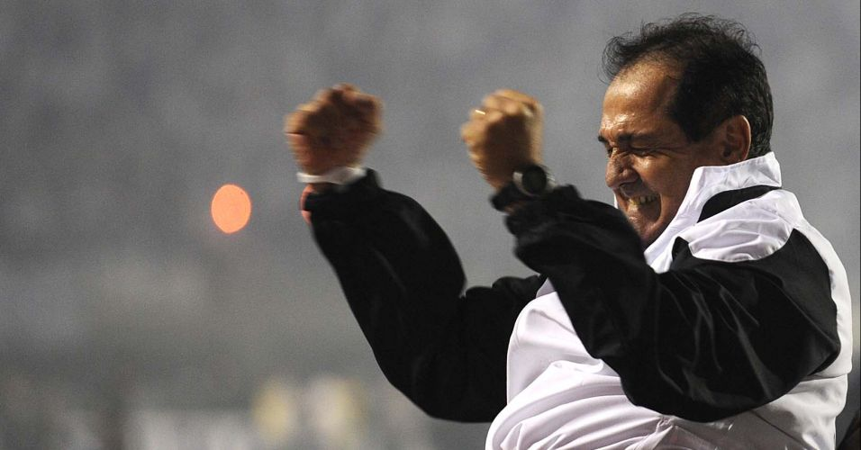 Muricy Ramalho comemora a conquista do título da Libertadores pelo Santos