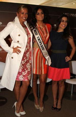 Adriane Galisteu. Ximena Naverrete e Ticiana Villas Boas posam para foto durante passagem da Miss Universo pelo Brasil