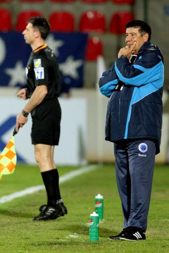 Joel Santana fez a sua estreia como treinador do Cruzeiro