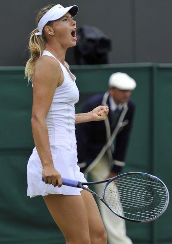 Maria Sharapova comemora vitória sobre Klara Zakopalova,da República Tcheca. Tenista russa avança em Wimbledon