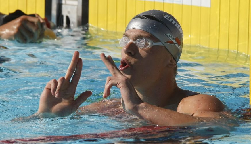 César Cielo celebra vitória nos 50 m livre com 21s60, o melhor tempo da temporada