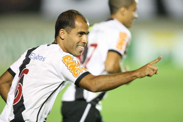 Felipe comemora o gol que abriu o placar na partida entre Atlético-GO e Vasco