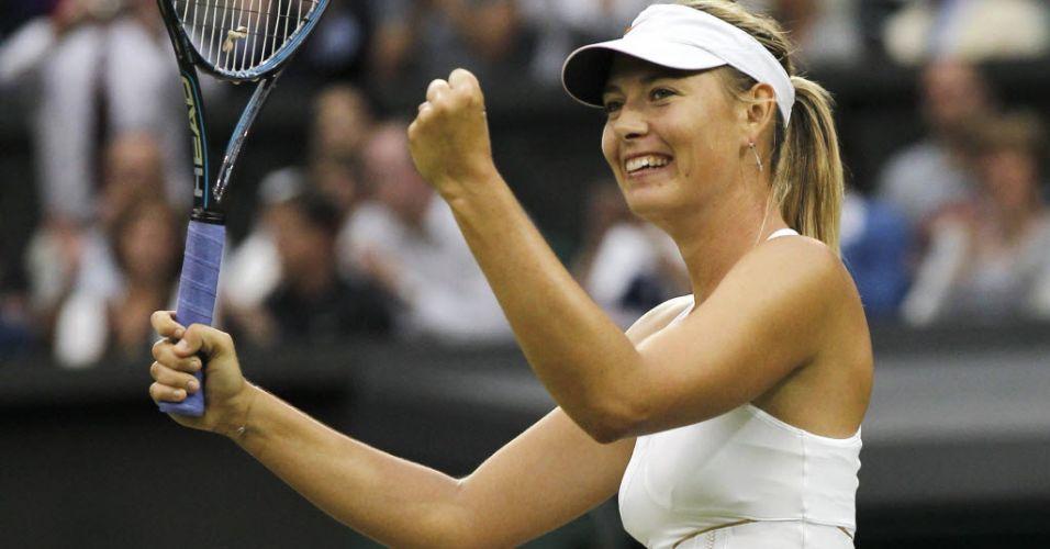 Maria Sharapova comemora ponto na vitória sobre a eslovaca Dominika Cibulkova