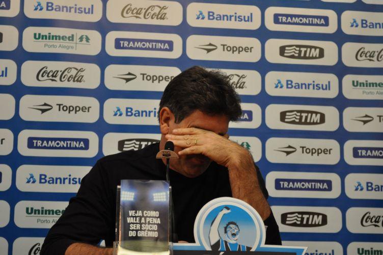 Agora ex-treinador do Grêmio, Renato Gaúcho chorou em sua coletiva de despedida.