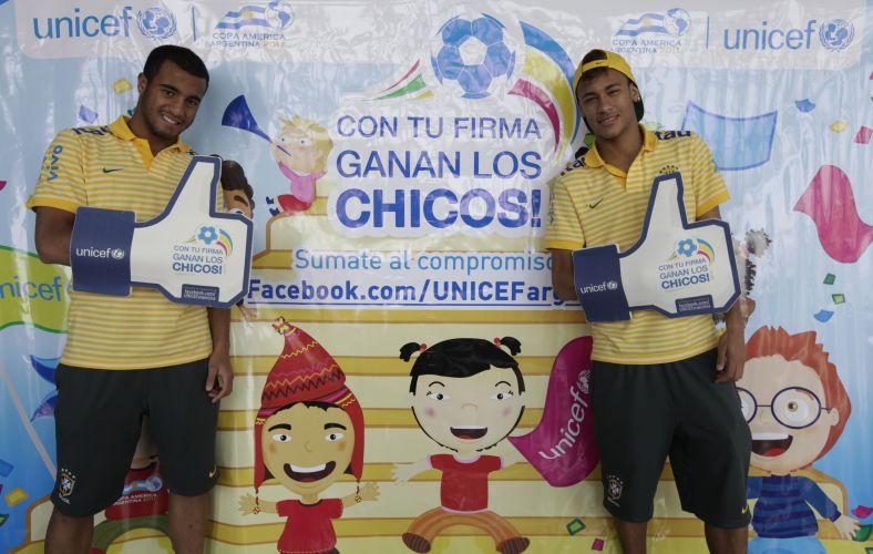 Lucas e Neymar participam de campanha da Unicef contra a discriminação infantil