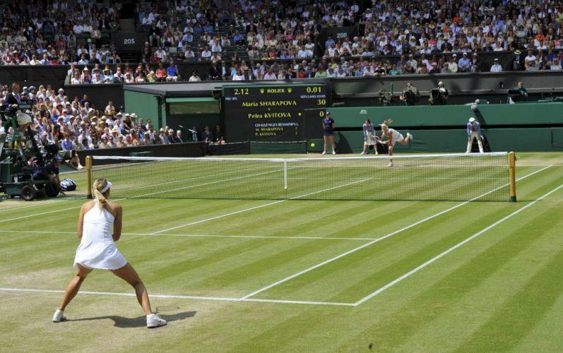 Russa Maria Sharapova (abaixo) enfrenta a tcheca Petra Kvitova no torneio de grama mais prestigiado do mundo; com parciais de 6-3 e 6-4, Kvitova vence e conquista seu primeiro título em Wimbledon
