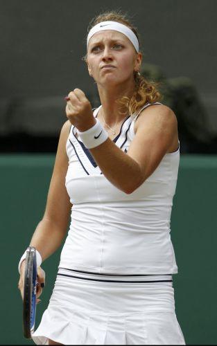 Tcheca Petra Kvitova vence Maria Sharapova na final em Wimbledon por 2 a 0, conquista o quinto título da carreira e seu primeiro Grand Slam