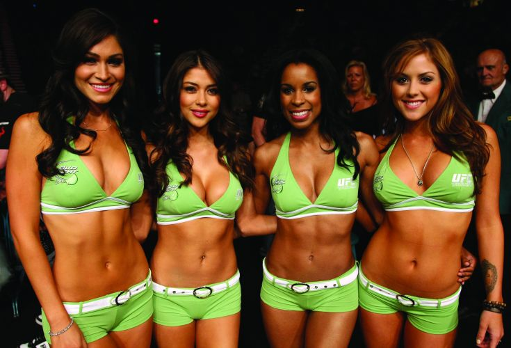 Ring girls do UFC posam para as fotos durante o UFC 132, em Las Vegas