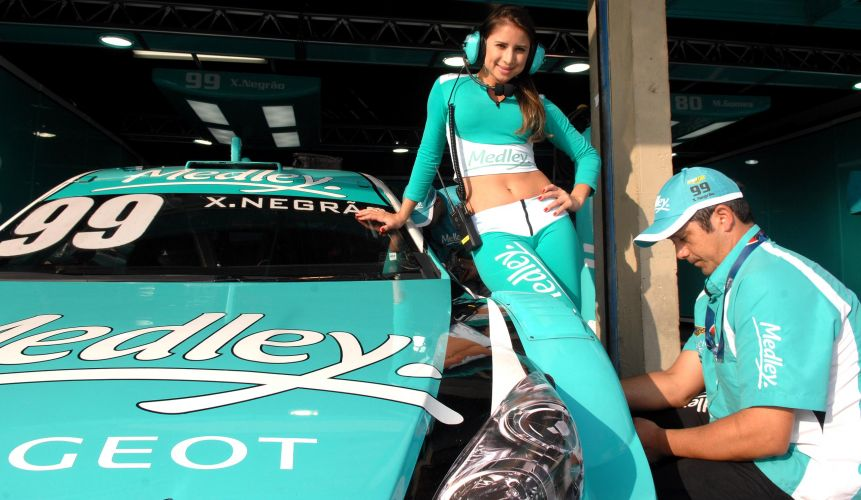 Ligian faz o papel de escudeira do carro 99 de Xandinho Negrão na Stock Car
