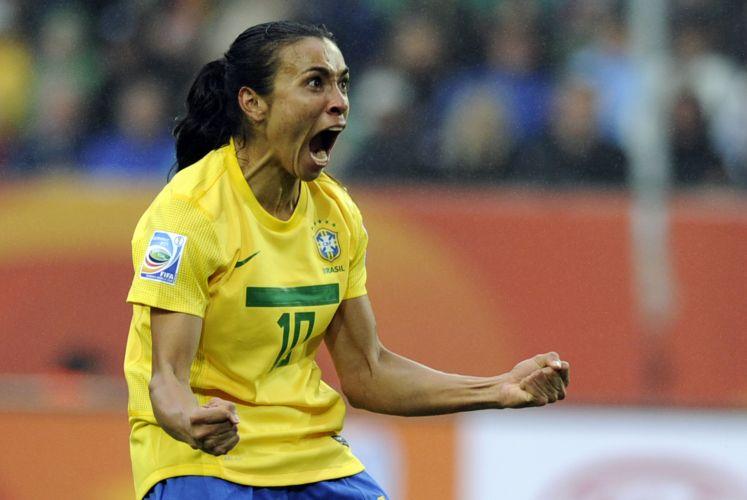 Marta comemora primeiro gol do Brasil na vitória por 3 a 0 contra a Noruega pela Copa do Mundo de futebol feminino