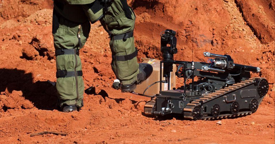 A operação contou com robôs simuladores, cães farejadores e instrumentos de última geração para a detecção de explosivos
