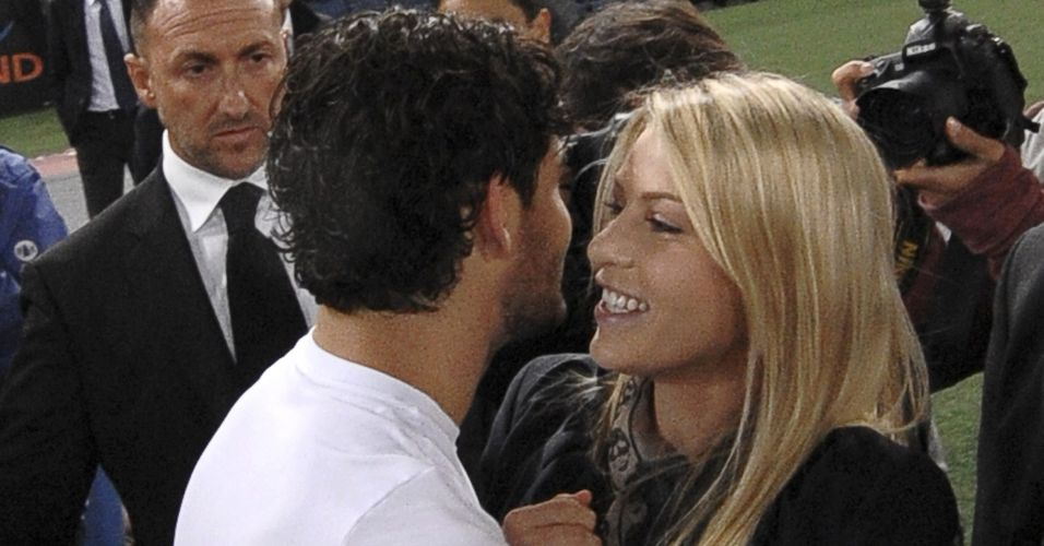 Pato recebeu beijos de Barbara Berlusconi após o triunfo do Milan