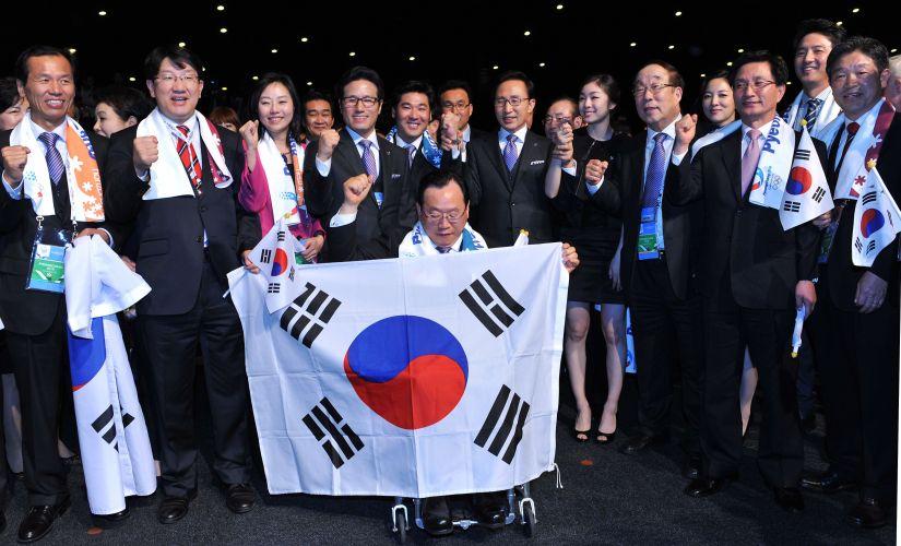 Representantes da candidatura de Pyeongchang comemoram. Em Durban (África do Sul), o Comitê Olímpico Internacional (COI) anunciou a cidade sul-coreana como sede dos Jogos Olímpicos de Inverno em 2018