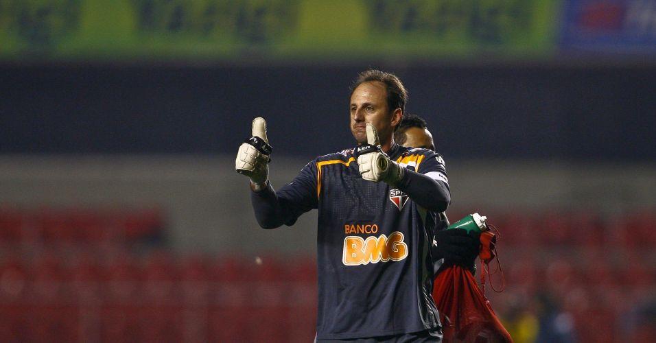 Rogério Ceni comemora vitória do São Paulo sobre o Cruzeiro, por 2 a 1. O time vinha de três derrotas seguidas