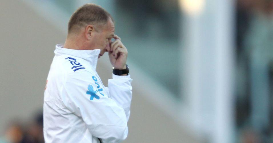 O técnico Mano Menezes não conseguiu fazer o Brasil vencer o Paraguai em jogo da Copa América e nem fazer a equipe jogar bem na competição