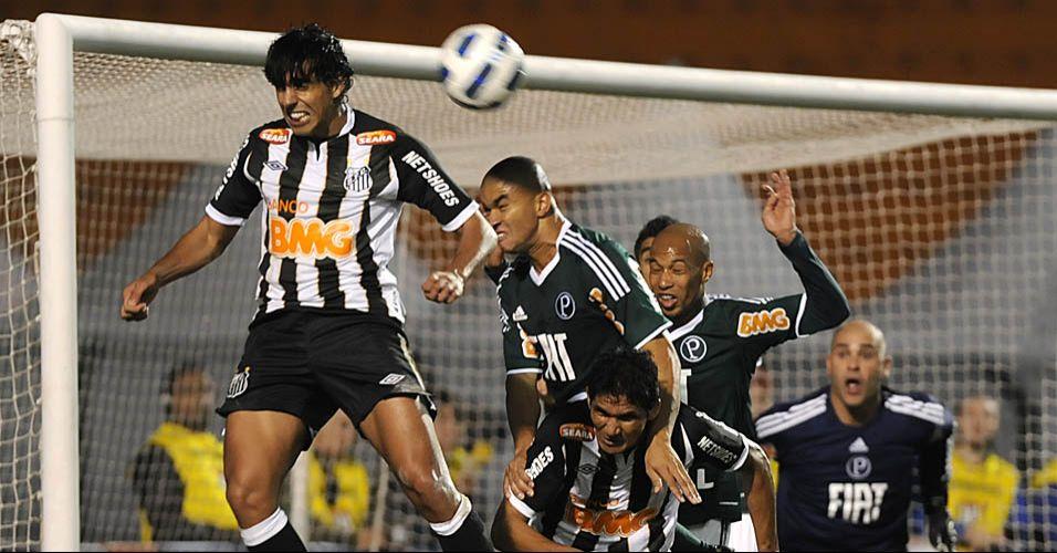 Santos ataca e o Palmeiras tenta afastar o perigo