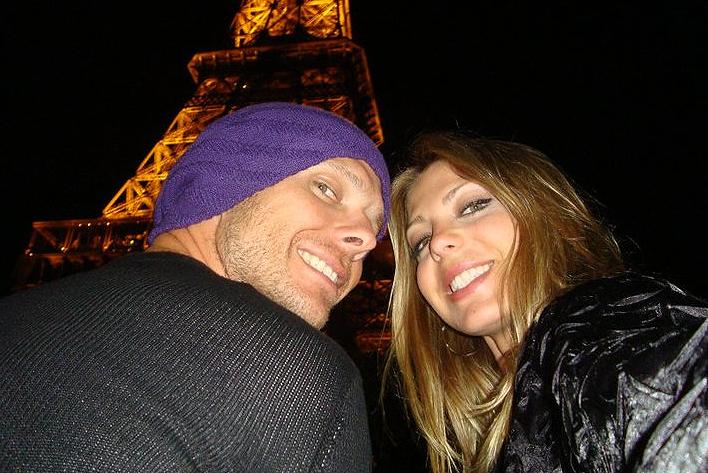 Scherer e Sheila passeiam por Paris durante lua-de-mel. Eles se casaram em junho de 2010