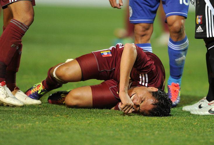 Arango sofre lesão e deixa o gramado na partida entre Paraguai e Venezuela