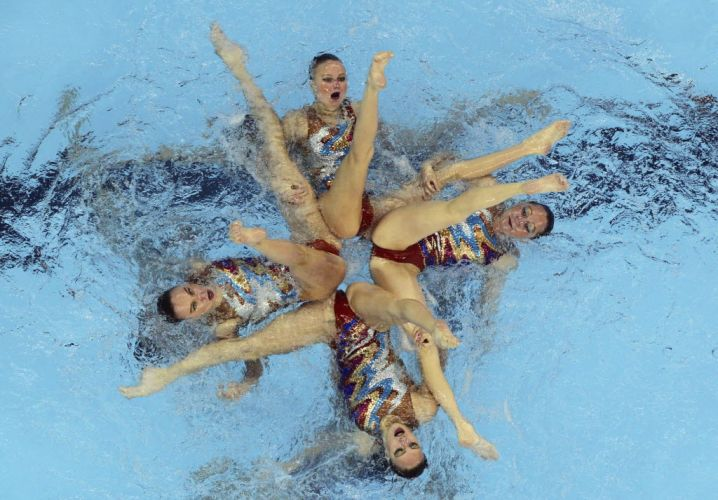 Russas realizam exercício de rotina do nado sincronizado pelo Mundial de Xangai (20/07/2011)