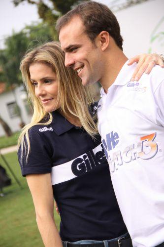 Deborah Secco e Roger são fotografados em evento. Casal já chegou a se separar, mas reatou o relacionamento