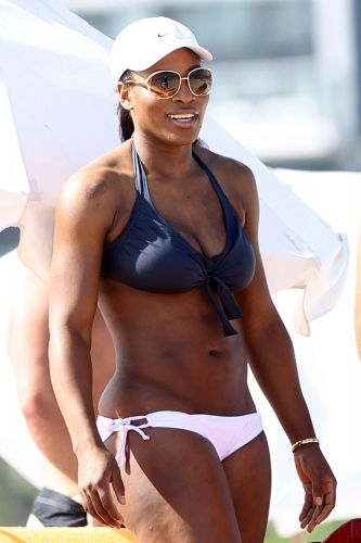 Serena Williams curte tarde de sol em Miami no dia 4 de abril de 2011