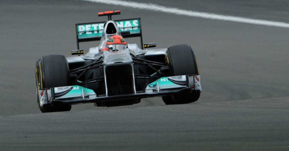 Michael Schumacher termina apenas com o décimo tempo na primeira sessão de treinos livres para o Grande Prêmio da Alemanha