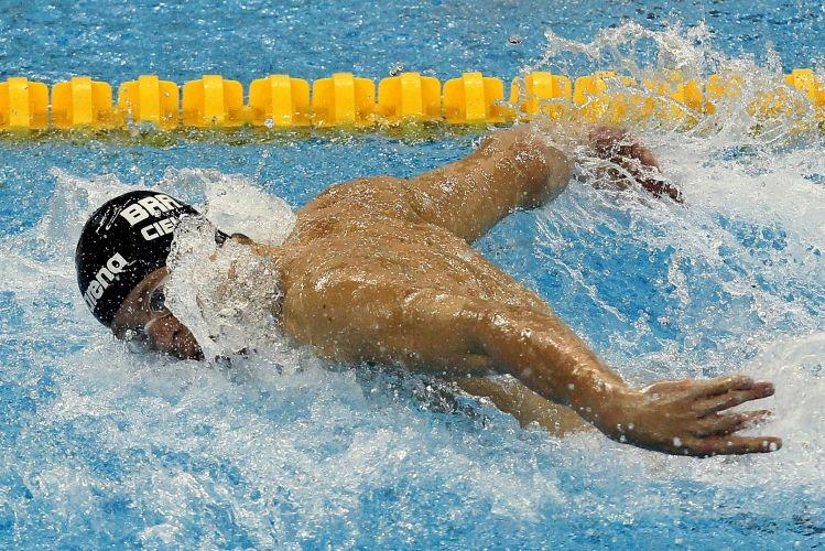 Brasileiro Cesar Cielo obtém o melhor tempo das eliminatórias dos 100 m borboleta e avança para as semifinais da prova no Mundial de Xangai