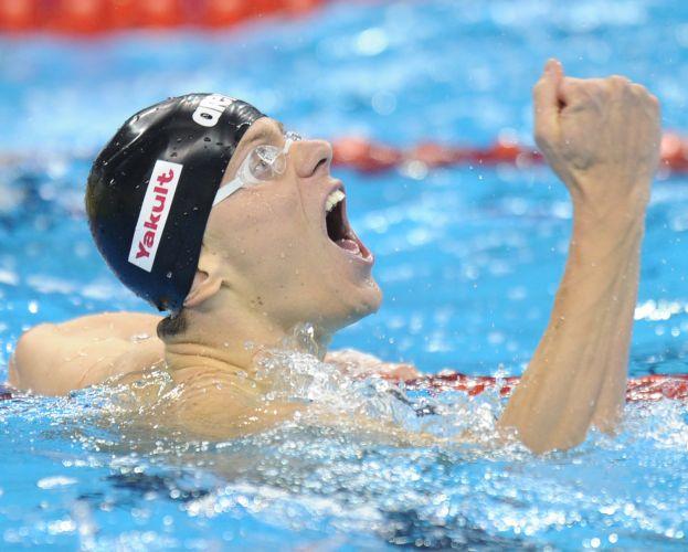 Cielo comemorou sem parar a conquista da medalha de ouro nos 50m borboleta no mundial. Brasileiro chorou após confirmar o primeiro lugar
