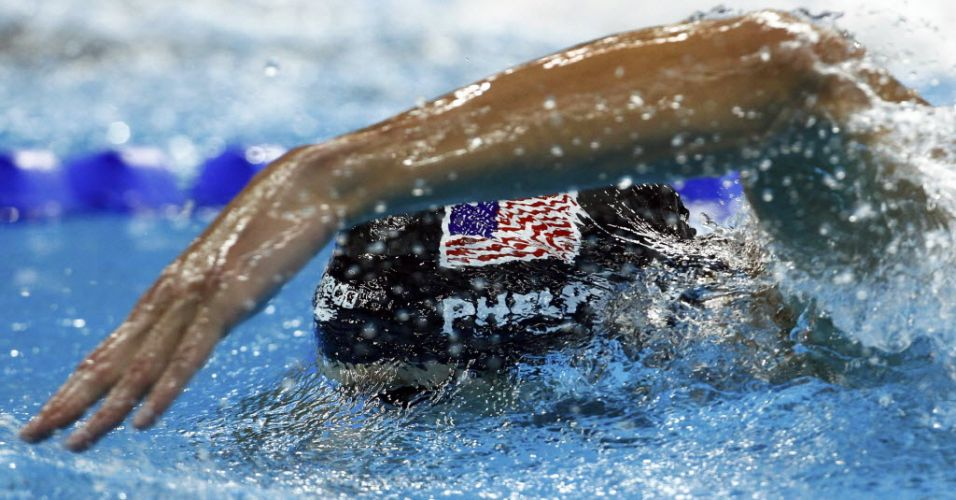 Michael Phelps nada a final dos 200 m livre pelo Mundial de Xangai antes de levar a prata