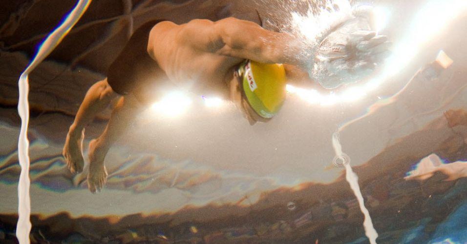 Nadador brasileiro Kaio Almeida é clicado por câmera subaquática durante eliminatória dos 200 m borboleta em Xangai