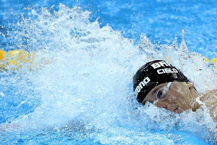 Cesar Cielo fez o quarto melhor tempo das eliminatórias dos 100 m livre, com 48s41, e se classificou para as semifinais