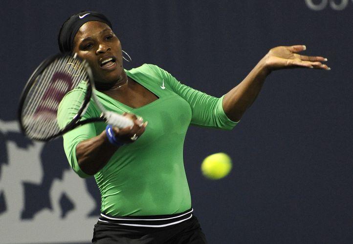 Serena Williams levou a melhor sobre Maria Sharapova e venceu por 2 sets a 0 (parciais de 6-1 e 6-3) nas quartas de final do Torneio de Stanford (EUA)