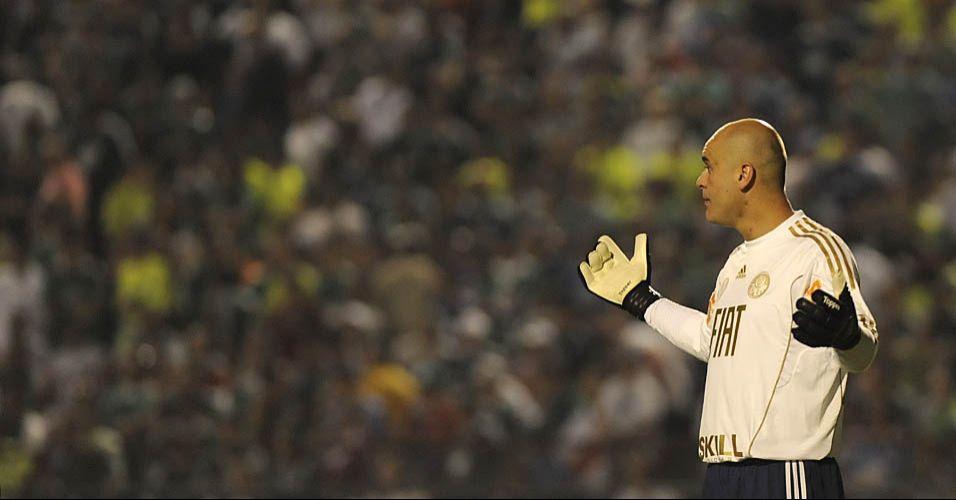 Goleiro Marcos estreou sua camisa comemorativa branca com detalhes em dourado na partida contra o Grêmio pelo Brasileirão