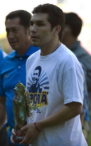 Cabañas foi o grande personagem de amistoso entre Paraguai e América-MEX. Dezoito meses após levar um tiro na cabeça, o atacante voltou aos gramados e participou por 20 minutos da partida festiva, nove pelo time mexicano e 11 pela seleção de seu país
