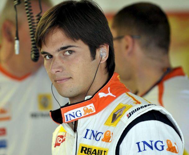 Nelsinho Piquet deixou a Fórmula 1, mas ainda não deixou a lista dos solteiros mais cobiçados