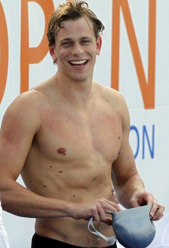 Nadador mais rápido do mundo, Cesar Cielo costuma fazer as mulheres correrem atrás dele