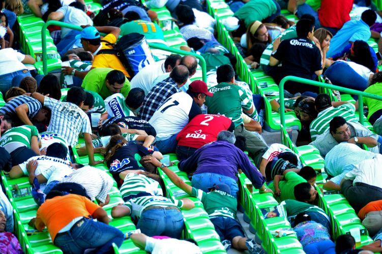 Santos e Morelia se enfrentavam pela primeira divisão do futebol mexicano quando um tiroteio interrompeu a partida e causou pânico no estádio
