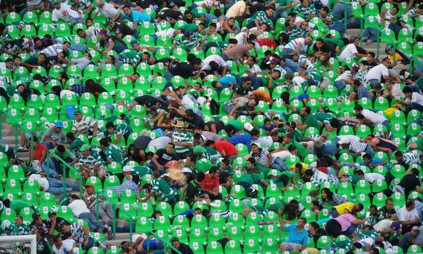 Desespero tomou conta dos torcedores que tentavam se refugiar nas arquibancadas. Tiroteio interrompeu a partida da primeira divisão do futebol mexicano