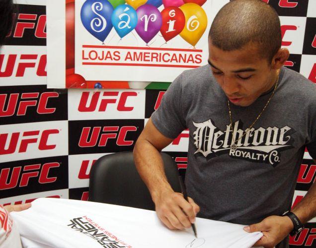 José Aldo só volta a lutar para defender o seu cinturão no dia 8 de outubro, no UFC 136, em Houston, contra o americano Kenny Florian